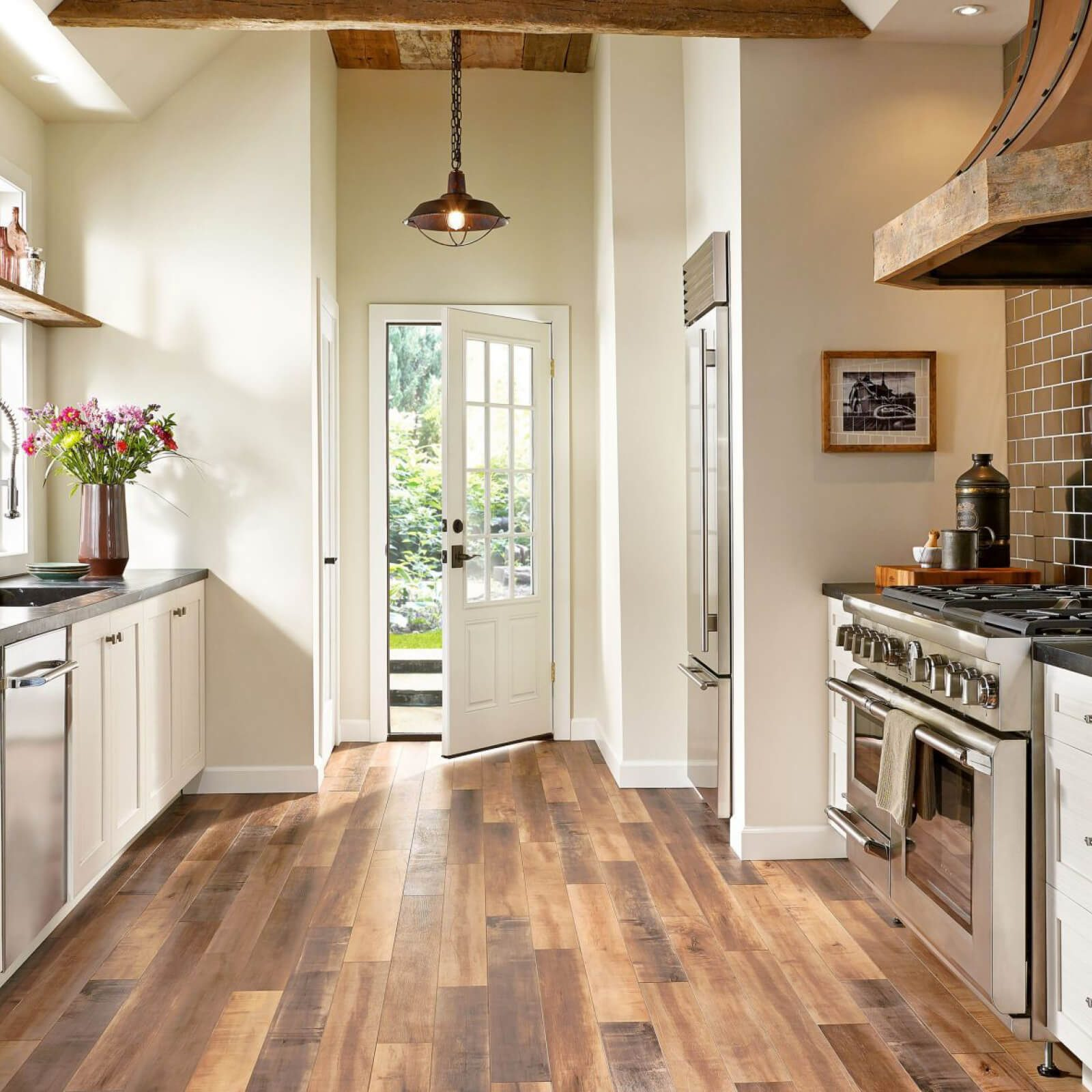 Laminate kitchen | Vic's Carpet & Flooring